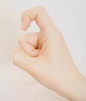人差し指を曲げる