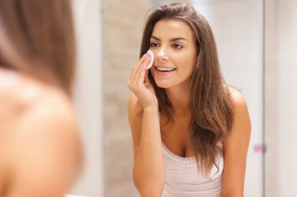 顔のテカりを改善する